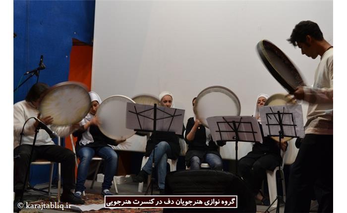 گروه نوازی هنرجویان دف در کنسرت هنرجویی