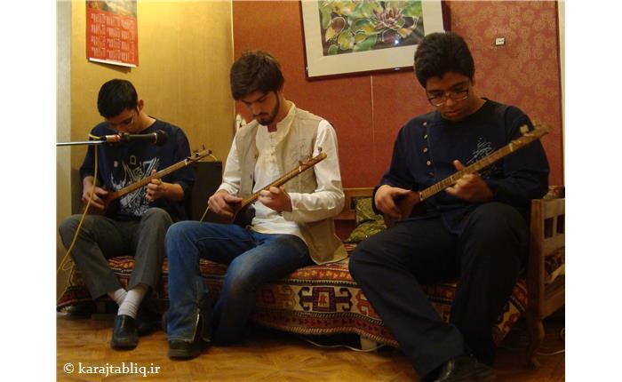 اجرای هنرجویان سه تار در کنسرت داخلی اشراق