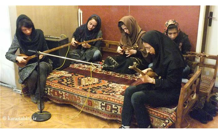 گروه نوازی هنرجویان سه تار در کنسرت داخلی اشراق